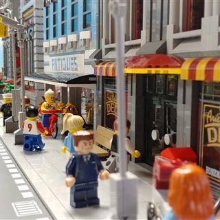 LEGO® Store Show - Programok - LEGO® City építőasztalok